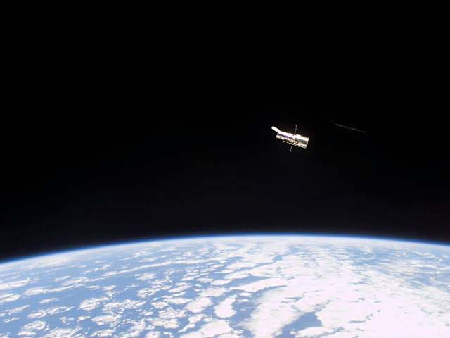 hst_over_earth_l.jpg